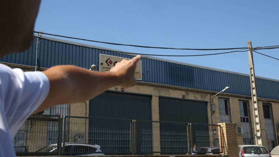 Nave de la empresa Magrudis, en el polígono El Pino de Sevilla.