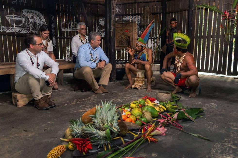El presidente colombiano, Iván Duque, se reúne con líderes indígenas antes de la cumbre presidencial.