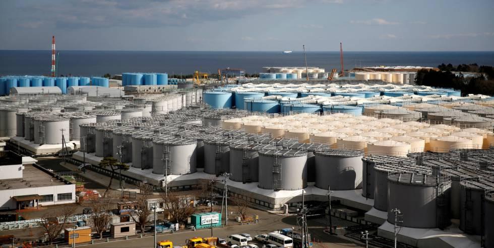Tanques con agua radiactiva en la planta de nuclear de Fukushima (Japón), devastada por el terremoto y posterior tsunami de 2011.