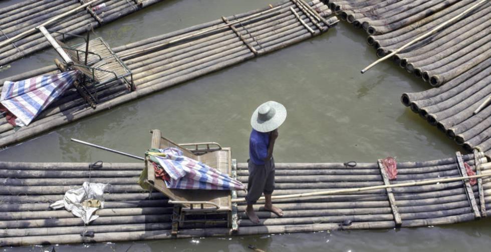 Barcazas de bambú en Guangxi, al sur de China.