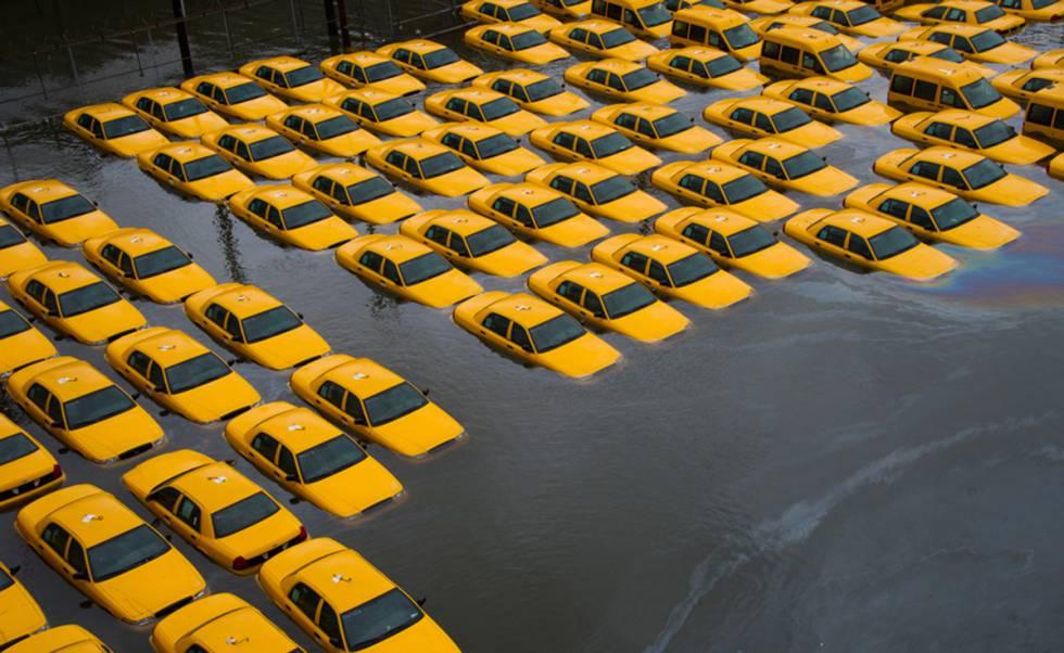 Un aparcamiento de taxis en Hoboken, Nueva Jersey, inundado tras el paso de Sandy, en 2012.