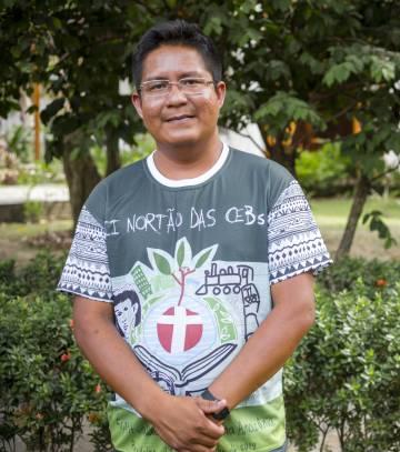 El indígena Gerardo Trinidade, 31 años, es un sacerdote de São Gabriel da Cachoeira que atiende a 17 comunidades en visitas esporádicas y fugaces.