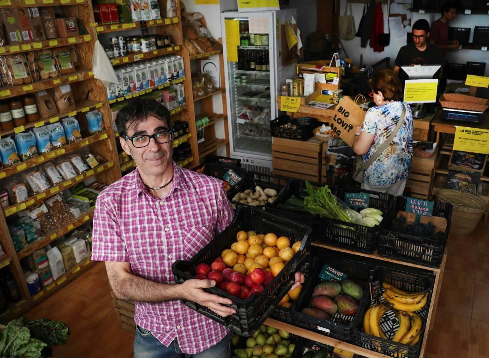 Jose Antonio Villarreal, uno de los impulsores del supermercado cooperativo La Osa, al norte de Madrid.