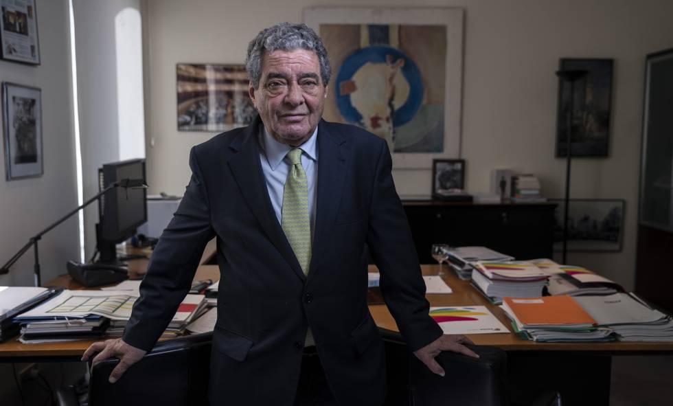 Augusto Delkáder en su despacho de Gran Via.