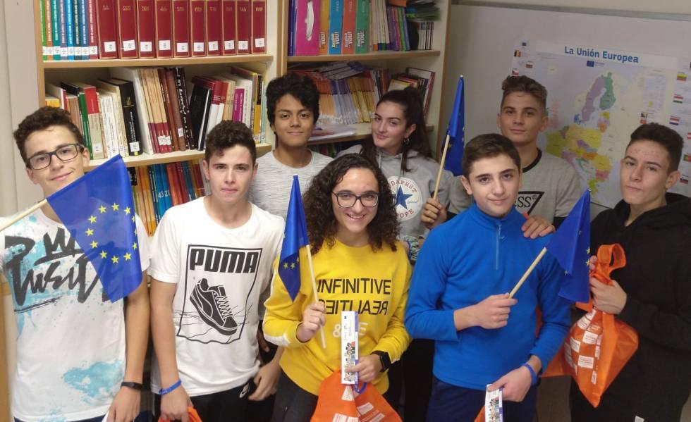 Los alumnos de 4º de secundaria de La Serranía, de Alpuente, convertidos en embajadores de Europa.