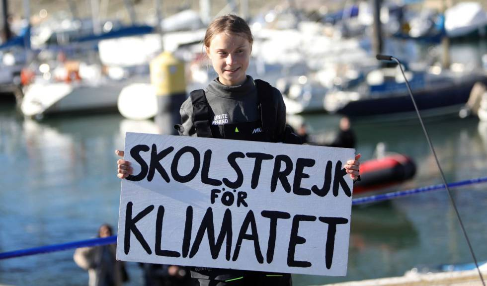Thunberg holds the 'School strike for the weather' sign.