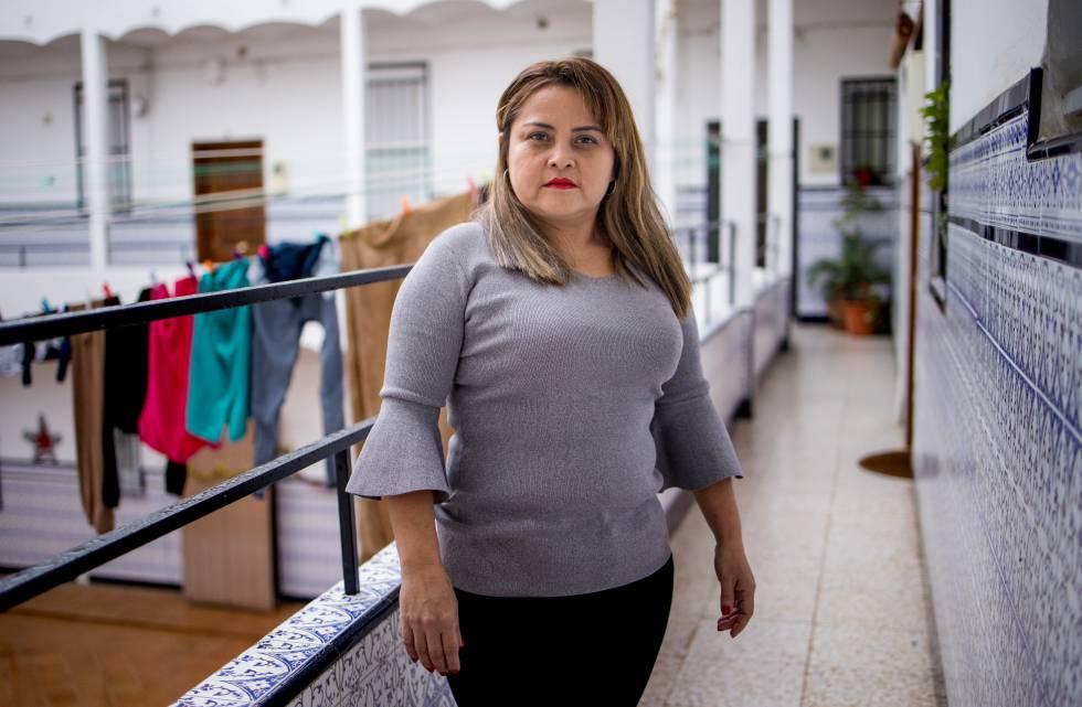 Martha fotografiada en su domicilio en Sevilla.
