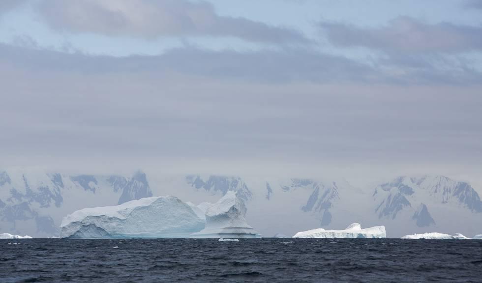 La vista de un iceberg en la Antártida.