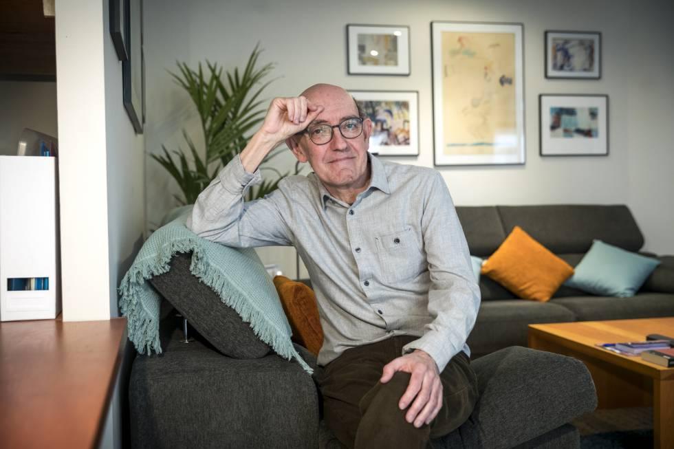 Josep Asunción, al que le diagnosticaron en 2010 un cáncer de Colón, en su casa de Valencia.