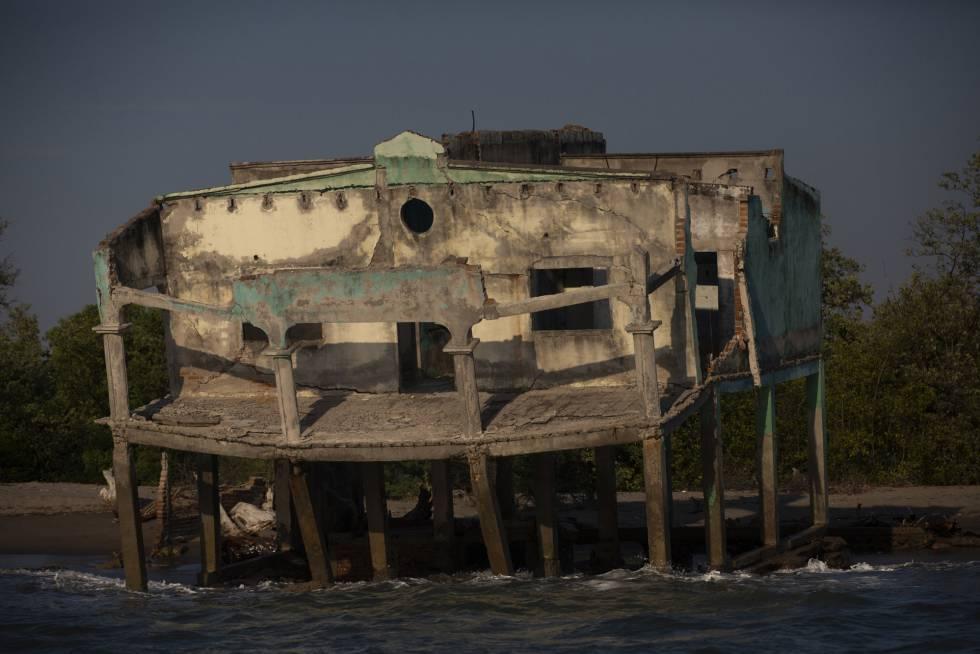 Las casas de la playa de Cedeño, han sido destruídas por las marejadas.