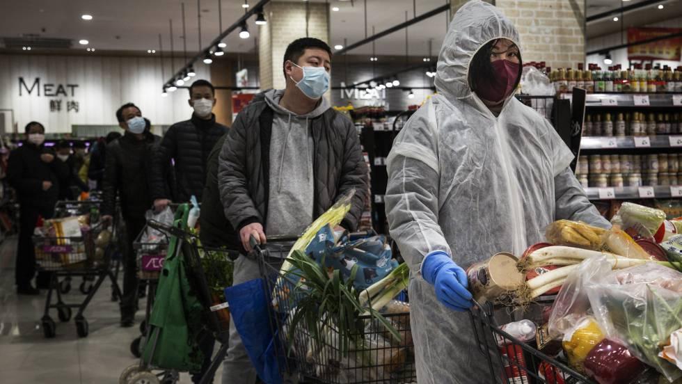 Escalada de muertos e infectados en Hubei por un cambio en el recuento
