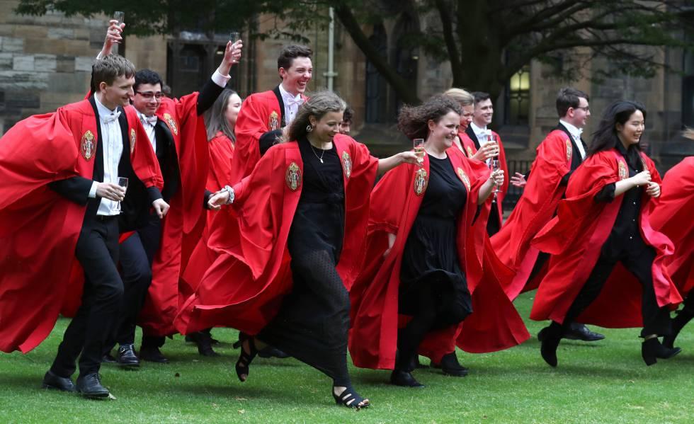 Ceremonia de graduación en la Universidad de Glasgow, en Escocia.