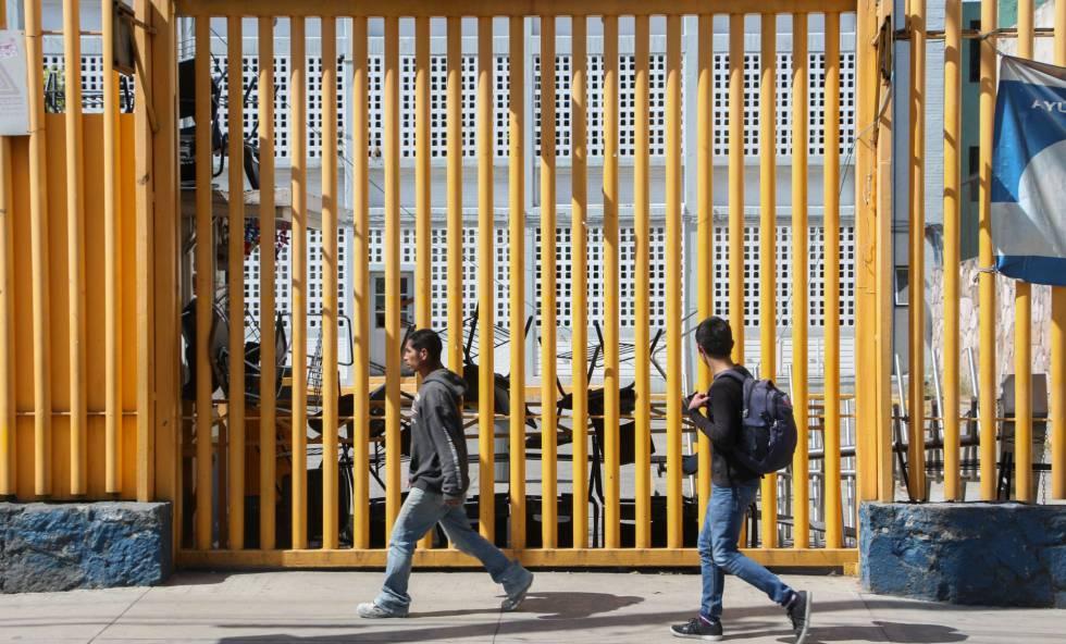 Una de las entradas de la Preparatoria 9 de la UNAM.