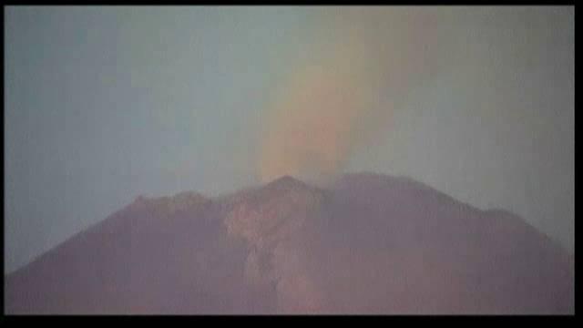 Columnas de humo de tres kilómetros por las explosiones del Popocatépetl