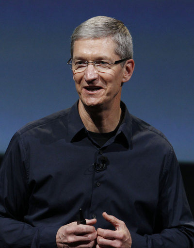 Tim Cook debuta como patrón de Apple.