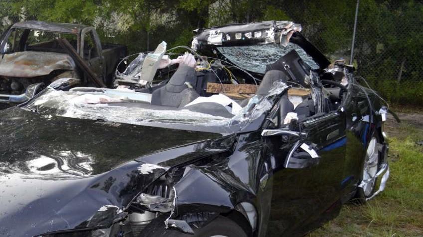 El Tesla del accidente mortal excedió el límite de velocidad