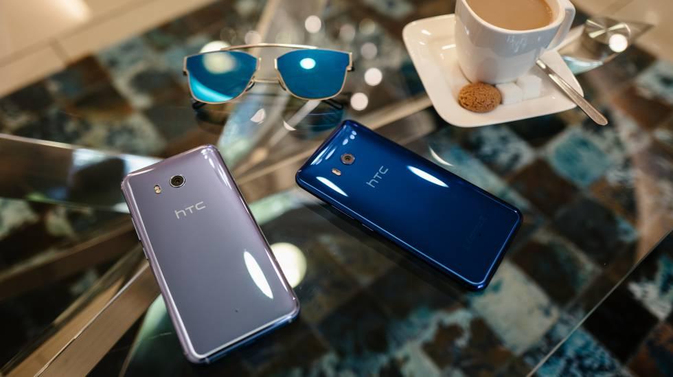 Modelos en tono azul y plateado del HTC U11.