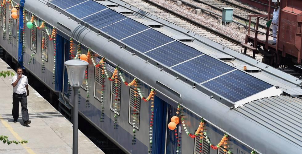 Uno de los trenes indios DEMU, híbrido de diésel y energía solar.