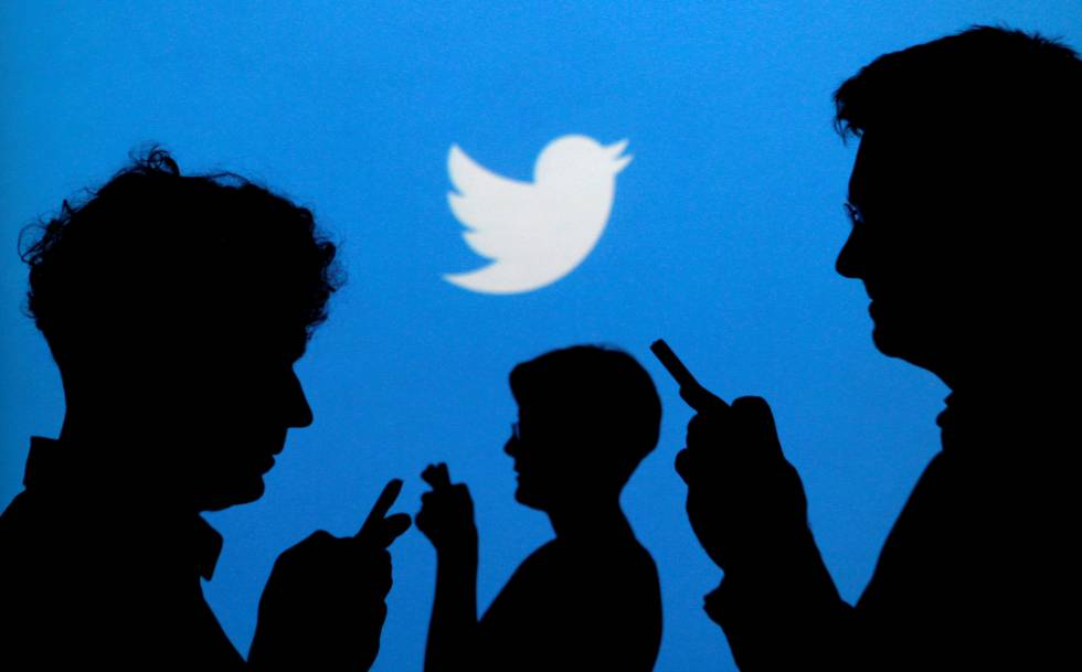 FILE PHOTO: People holding mobile phones are silhouetted against a backdrop projected with the Twitter logo in this illustration picture taken September 27, 2013. REUTERSKacper PempelIllustrationFile Photo