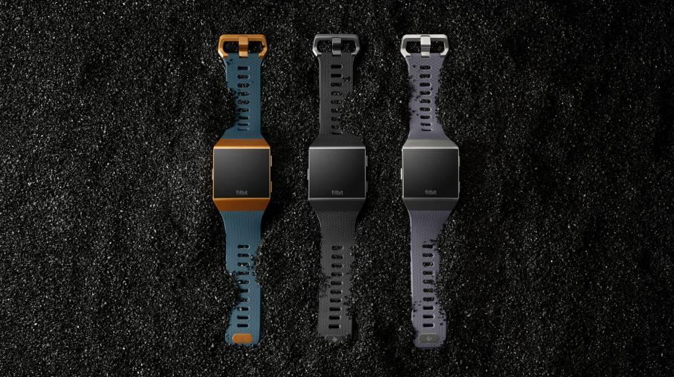 El nuevo reloj inteligente de Fitbit cuenta con múltiples sensores para el seguimiento del sueño y la actividad física.