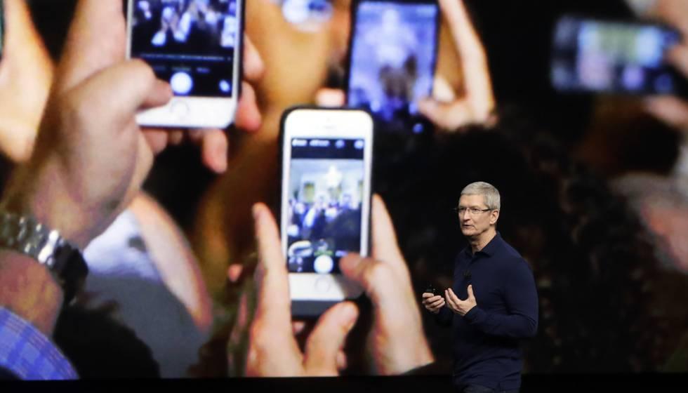 Tim Cook, presidente de Apple, durante la presentación del iPhone 7 el pasado año.