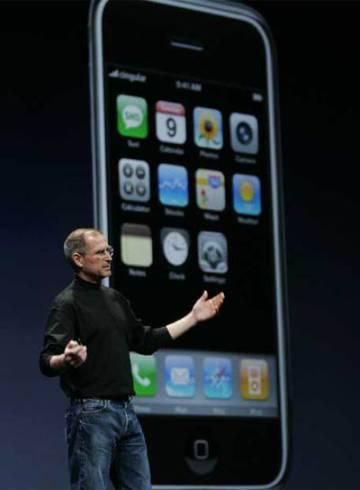 Steve Jobs durante la presentación del iPhone original.