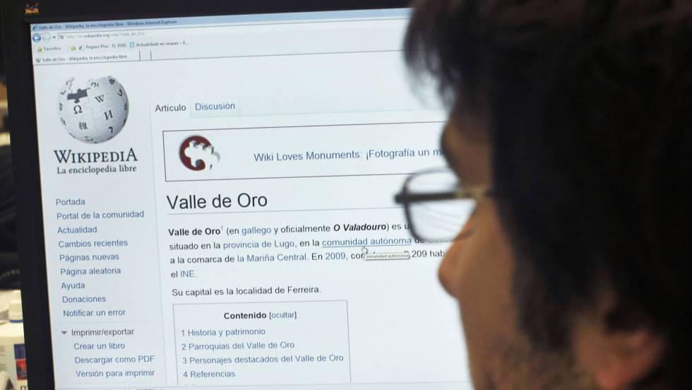 Un usuario de Wikipedia buscando información.