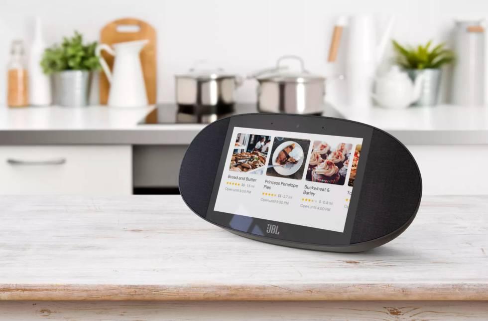 Altavoz compatible con el asistente de Google con pantalla fabricado por JBL. Una de las novedades de CES 2018.
