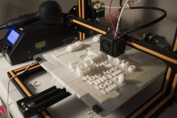 Una de las impresora 3D de Guillermo Martínez.
