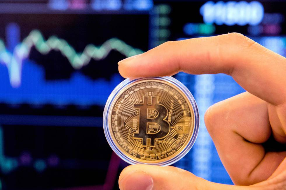 Un representación de la moneda virtual bitcoin. ae46bd8669279