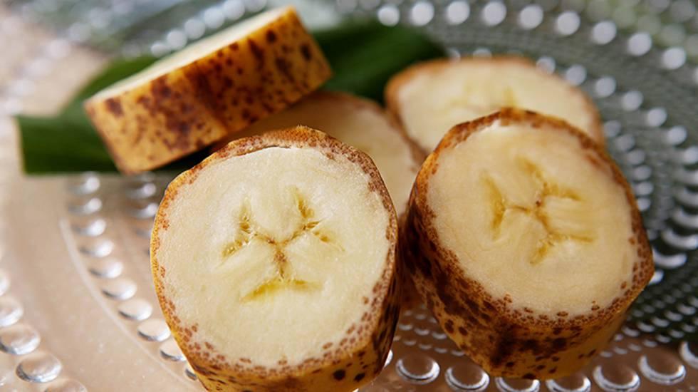 Rodajas de plátanos Mongee con piel comestible en una imagen de la empresa que los ha desarollado, D&T Farm.