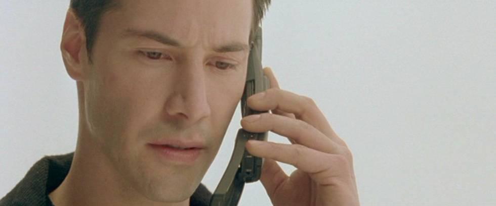 Neo, protagonista de Matrix, habla por el original Nokia 8110.