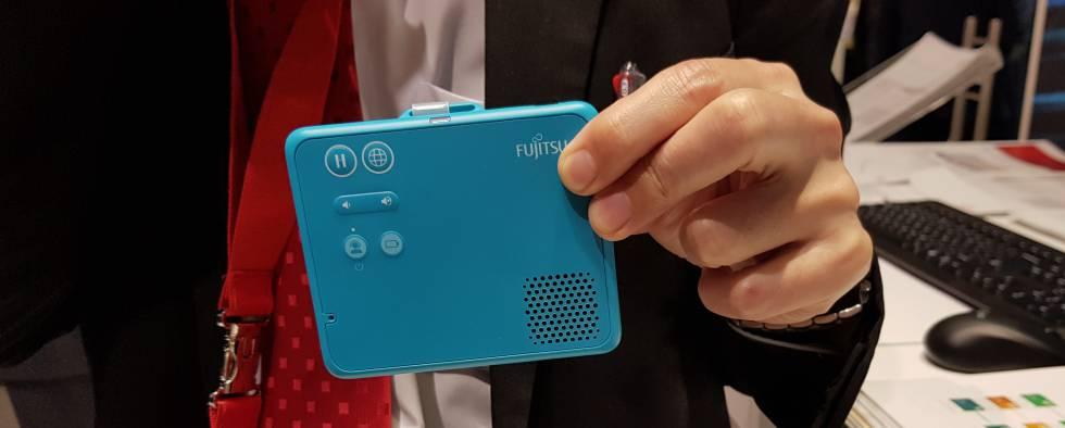 Traductor portátil para centros de salud de Fujitsu.