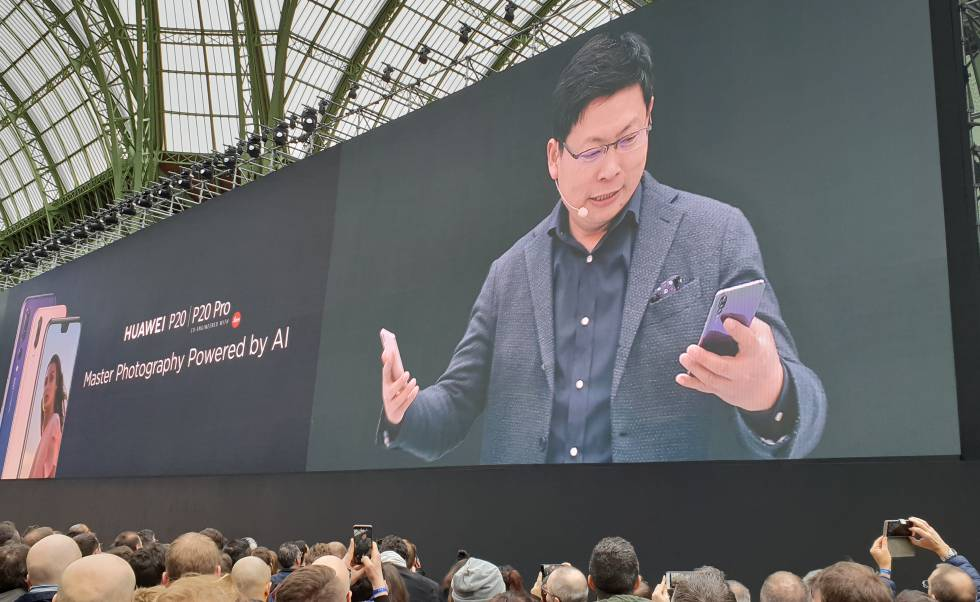 Richard Yu, consejero delegado del negocio de Consumo de Huawei, en la presentación en París del Huawei P20 Pro.