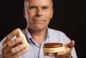 El profesor Marl Post es uno de los pioneros en el desarrollo de la carne artificial.