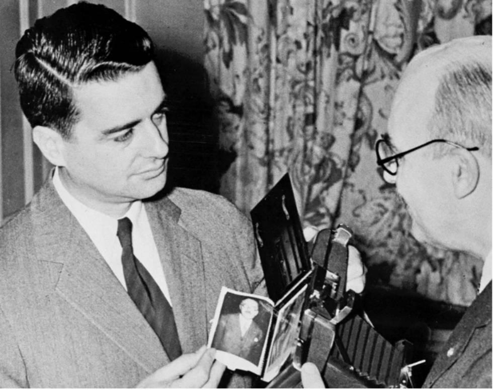 La fotografía instantánea ha cumplido 70 años gracias a Edwin Land (izquierda)