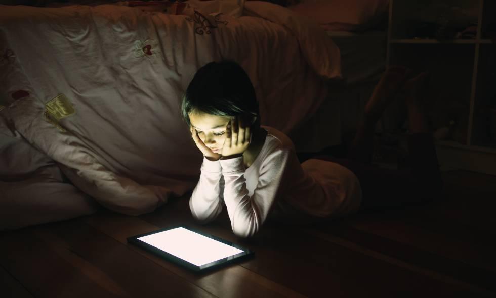 Mi hijo tiene ocho años y no le dejo usar la tableta, ¿estoy entorpeciendo su desarrollo?