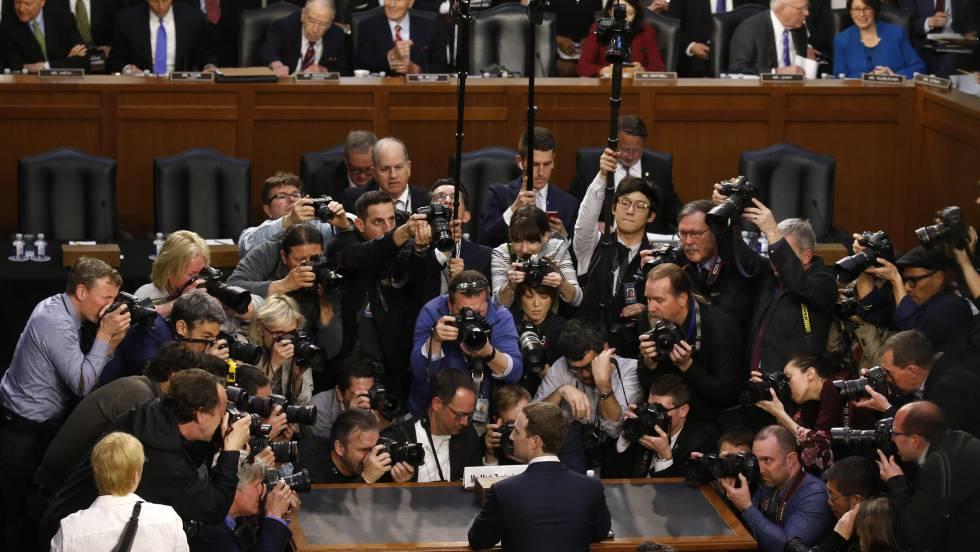 Mark Zuckerberg antes de su comparecencia en el Senado.