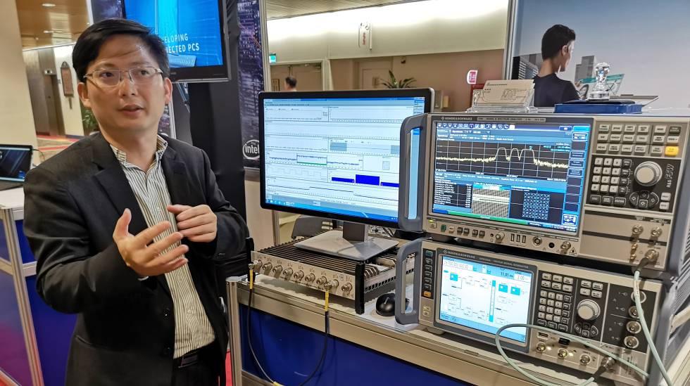 Un experto muestra en Computex 2018 la gestión del tráfico a través de redes 5G.