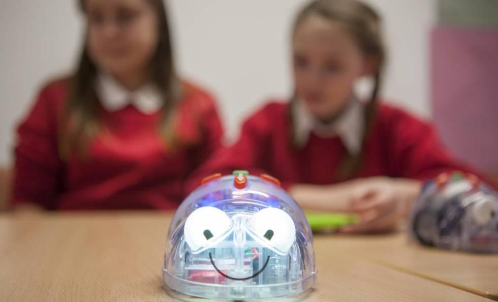 Robots utilizados en contextos educativos en un programa de la Universidad de Plymouth.