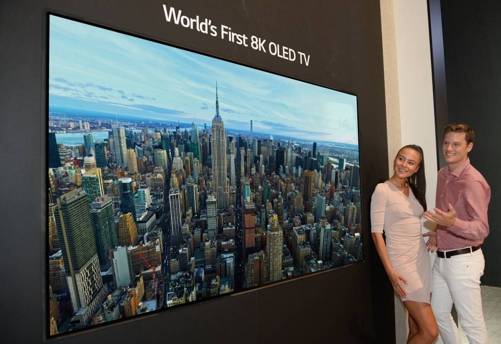 05f33884a83 Televisor OLED 8K Presentación del ...
