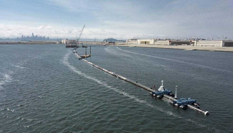 O sistema de limpeza da The Ocean Cleanup.