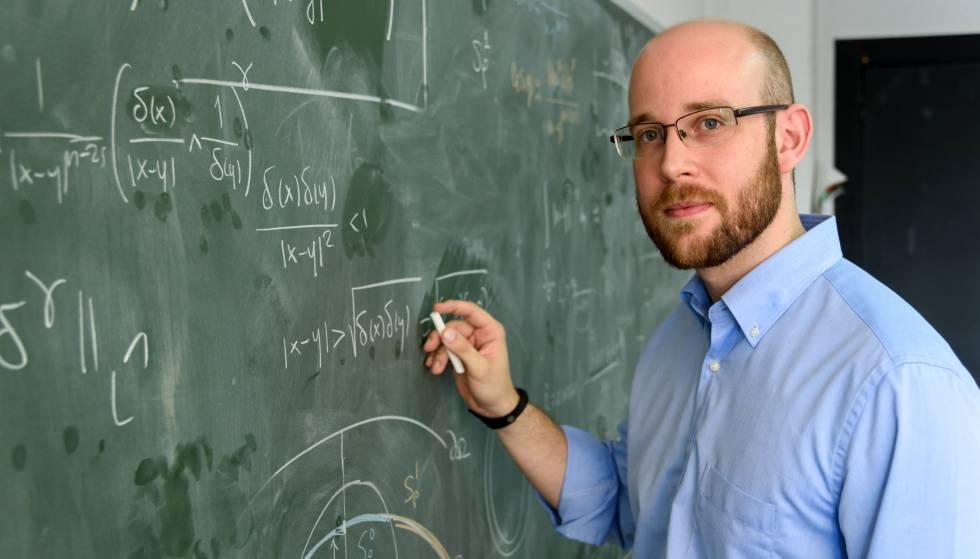 David Gómez Castro, uno de los seis matemáticos españoles menores de 30 años galardonados con el Premio de Investigación Matemática Vicent Caselles, que otorgan la Fundación BBVA y la Real Sociedad Matemática Española.