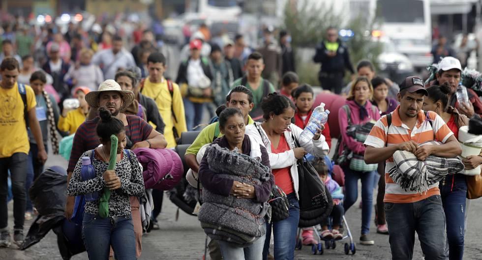 Um grupo de migrantes chega a Puebla, no México. A caravana foi alvo de notícias falsas.