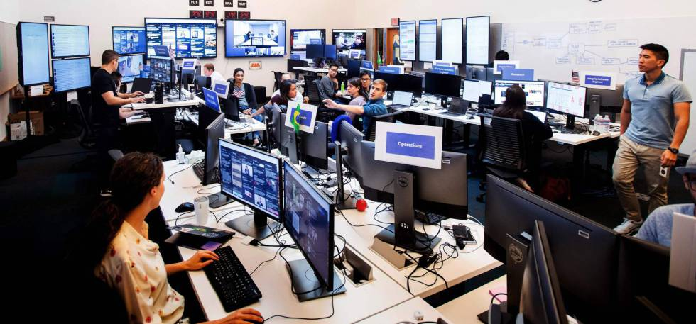 Empleados de Facebook en la sede de la compañía.