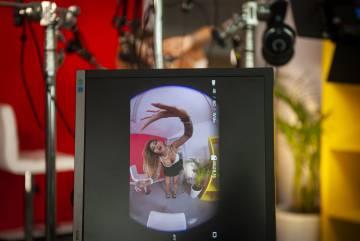 El visor de una de las cámaras GoPro muestra como se realiza el rodaje de una escena porno protagonizada por la actriz Venus Afrodita.