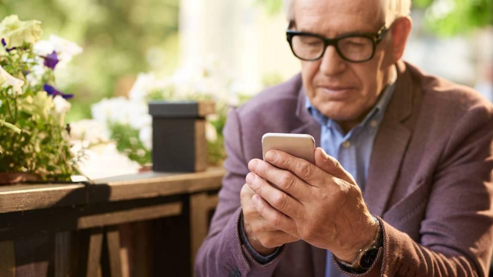 Las dos caras de la irrupción tecnológica en la vida de los mayores