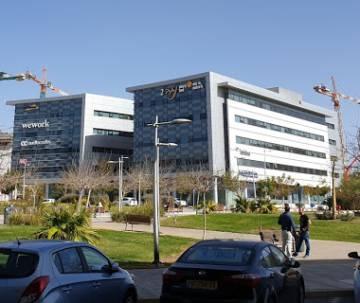 A la derecha, edificio que alberga la sede del CERT Israelí.