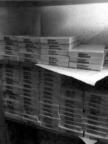 Cajas marcadas con códigos de productos de Apple fotografiadas con el móvil de uno de los acusados.