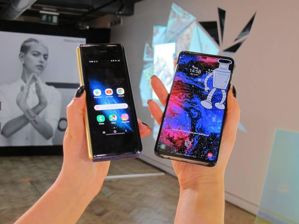 A la izquierda, el Galaxy Fold. A la derecha, un Galaxy S10+